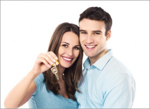 couple showing keys to their new house